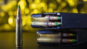 Gul ammo och tidskrifter Royaltyfri Fotografi