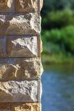 Gul bakgrund för stentegelstenmodell Arkivbilder
