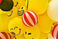 Gul ballong f?r leende royaltyfri bild