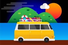 Gul bil med surfingbrädan och resväskor sommar, billopp till havet Bakgrund för design för vektorillustrationlägenhet Royaltyfri Fotografi