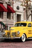 Gul cab Arkivfoton