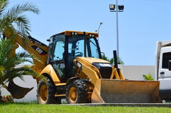 Gul Caterpillar traktor Arkivfoto