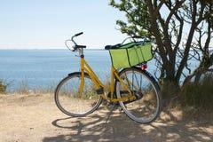 Gul cykel Royaltyfri Fotografi