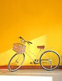 Gul cykel Royaltyfria Foton