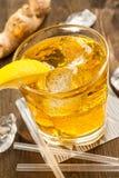 Gul drink med ingefära royaltyfri bild