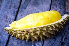 Gul Durian på wood bakgrund Arkivbilder