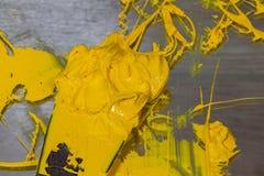 gul färg av plastisolfärgpulver Royaltyfri Foto