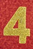 Gul färg för nummer fyra över en röd bakgrund årsdagen ver Arkivbilder