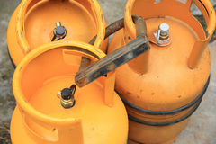 Gul gascylinder Arkivbild