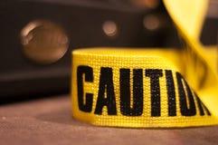 Gul gitarrrem för varning på etapp fotografering för bildbyråer