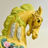 Gul hästkarusellleksak Royaltyfri Bild