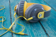 gul headphone Royaltyfri Fotografi