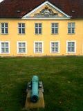 Gul historisk byggnadKöpenhamncitadell Danmark Royaltyfri Fotografi