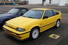 Gul Honda Civic kupé CRX 1 6I 16V Arkivbild