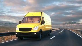 Gul leveransskåpbil som kör längs en ökenväg in i solnedgången lager videofilmer