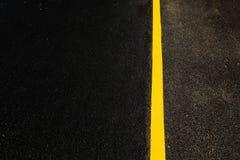 Gul linje för väg Royaltyfri Bild