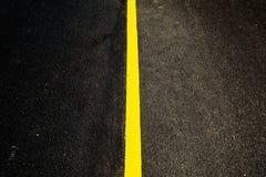 Gul linje för väg Arkivbilder