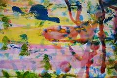 Gul målarfärg, rött vax, abstrakt bakgrund för vattenfärg Arkivbild
