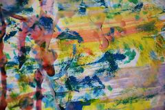 Gul målarfärg, rött vitt vax, abstrakt bakgrund för vattenfärg Royaltyfri Bild