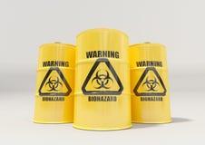 Gul metall barrels med det svarta biohazardvarningstecknet på vit bakgrund Fotografering för Bildbyråer