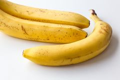 Gul mogen banan på en vit bakgrund Royaltyfri Foto