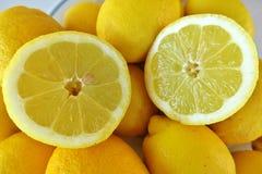Gul mogen citron för citrusfrukt arkivfoto