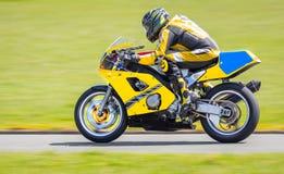 Gul motorcykel Royaltyfri Bild