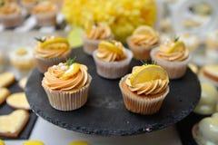 Gul muffin royaltyfri foto