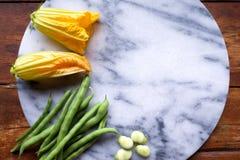 Gul nolla för för för zucchinizucchiniblommor, haricot vert och bondbönor royaltyfri foto