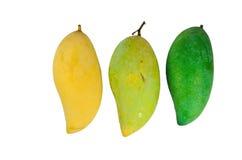 Gul och grön mango på vit Arkivfoto