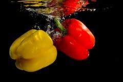 Gul och röd peppar royaltyfria bilder
