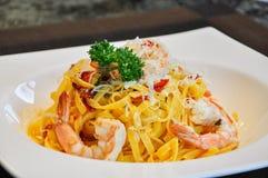Gul pasta gör från ägget är en av mest berömd i Italien fotografering för bildbyråer