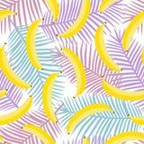Gul pastellfärgad banan på purpurfärgad rosa och blå palmbladbackgro stock illustrationer