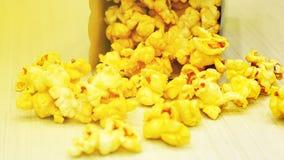 gul popcorn royaltyfria bilder