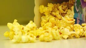 gul popcorn fotografering för bildbyråer