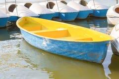 Gul roddbåt Fotografering för Bildbyråer