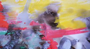 Gul rosa bakgrund och vax för vattenfärgljusmålarfärg royaltyfri bild