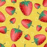 Gul sömlös bakgrund med röda skinande jordgubbar Royaltyfri Foto