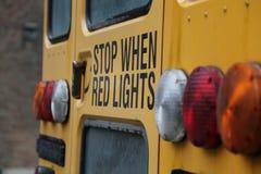 Gul skolbuss för stoppljus Royaltyfri Fotografi