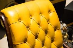 Gul sofa Arkivfoto