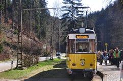 Gul spårvagn Arkivbild