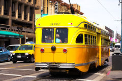 Gul spårvagn eller spårvagn i San Francisco Royaltyfri Fotografi