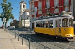 Gul spårvagn i Lisbon Royaltyfri Bild
