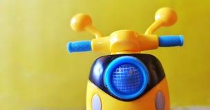 Gul sparkcykel Royaltyfri Fotografi