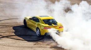 Gul sportbil för lyx Royaltyfria Bilder