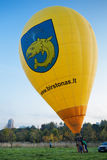 Gul stor flygballong Arkivbilder