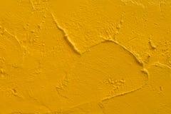 Gul stuckaturmålarfärgvägg Royaltyfri Bild