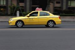 Gul taxi Royaltyfri Foto