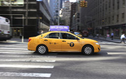Gul taxi för bland i New York City, USA Arkivbilder