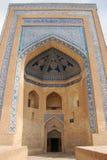 Gul tegelsten för portal med den blåa mosaiken Arkivfoton